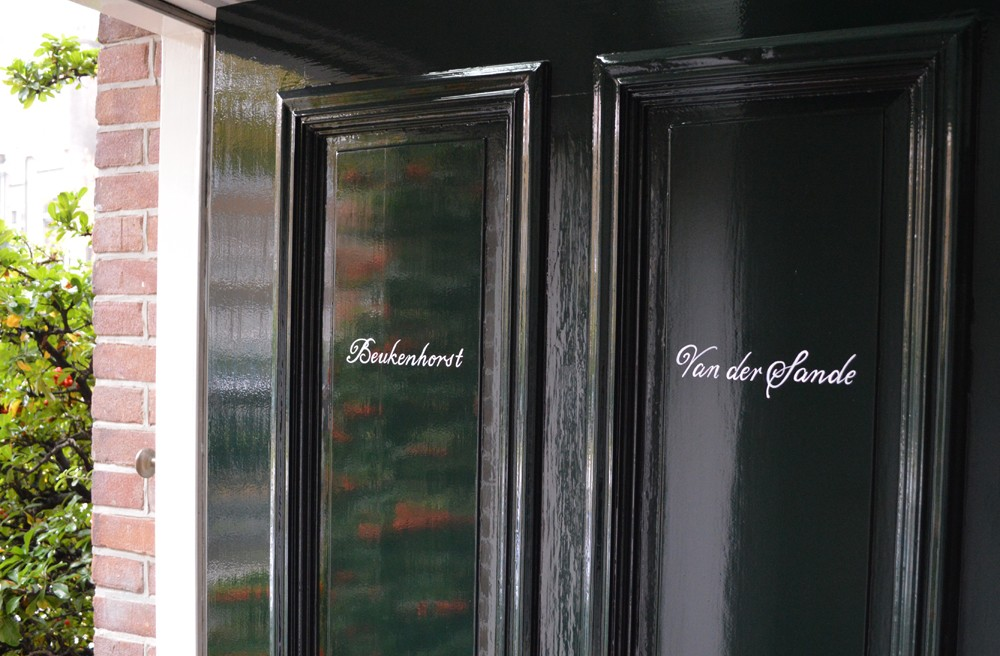 Namen op voordeur
